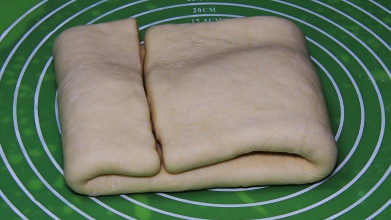 起酥面包,再折叠。