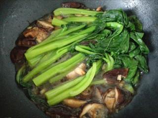 香菇菜心,加入菜心,大火收汁即可。