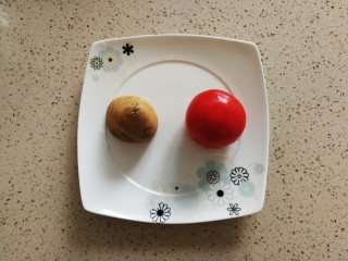 缓解便秘的西红柿土豆泥,准备食材