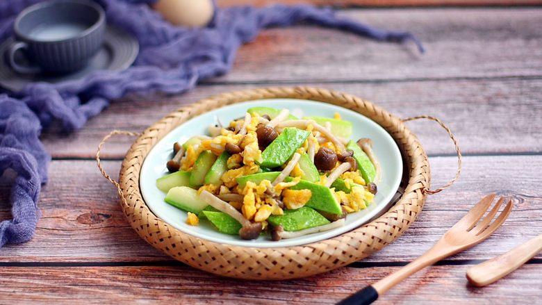 鸡蛋炒小西葫芦蟹味菇