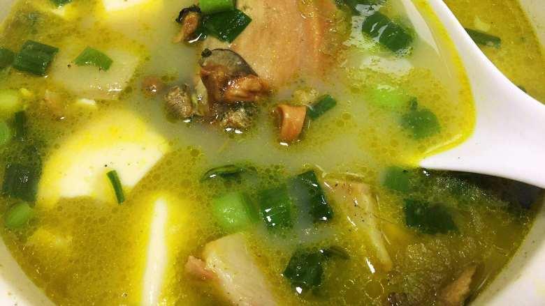 河蚌咸肉豆腐汤