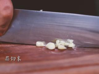 麻婆豆腐,蒜切末