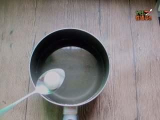 干吃汤圆,烧一锅水,准备煮汤圆