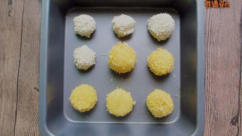 干吃汤圆,用牙签在买个汤圆上炸一个洞,放入烤箱,180度烤十分钟