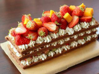 草莓裸蛋糕,成品