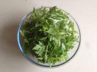 清明时节艾糍香,新鲜艾草买回来洗多几遍,留嫩叶去梗