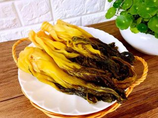 自制腌菜,腌好了,很香哦!下面简单的写了炒酸菜的方法,简单好吃!