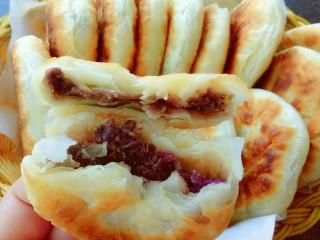 油酥饼,豆沙馅的(表皮层次分明)