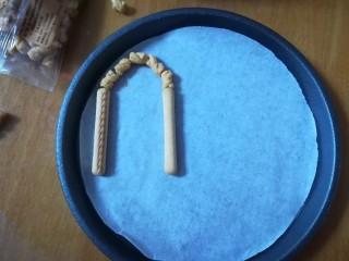 #吃唐诗品宋词#门泊东吴万里船,用两种饼干做成门的样子。 门框的拱形部分有点难度哦,一定要细心再细心,慢慢摆设。