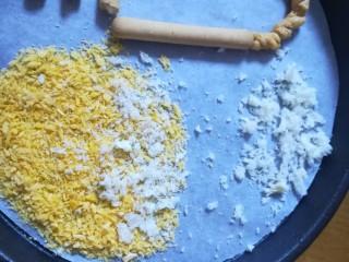 #吃唐诗品宋词#门泊东吴万里船,把面包碎轻轻用手搓一下,让它们变得更碎一些,铺在面包糠的边上,表示海水淹过的地方。