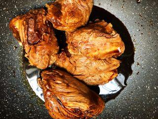 酱牛肉,搅拌均匀,腌制10分钟