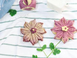 紫薯花朵馒头,这种中筋面粉做出来的馒头,不管冷热都蛮松软,可以带出去郊游~