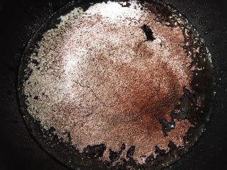 脏脏爆浆蛋糕,筛入低粉和可可粉翻拌均匀