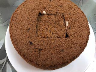 脏脏爆浆蛋糕,再放上一片蛋糕,剩余那片吃点好了