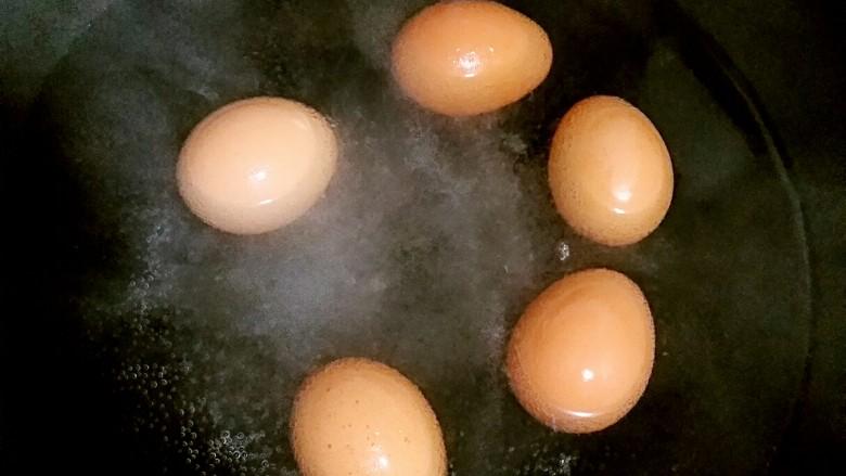 肉夹馍,炖肉的同时还可以煮几个<a style='color:red;display:inline-block;' href='/shicai/ 9'>鸡蛋</a>和肉一起卤上。