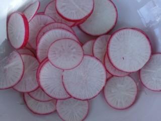减脂餐系列,水萝卜切成小片