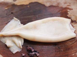 空气炸锅鱿鱼圈🦑【宝宝辅食】,处理好的鱿鱼板是这样的