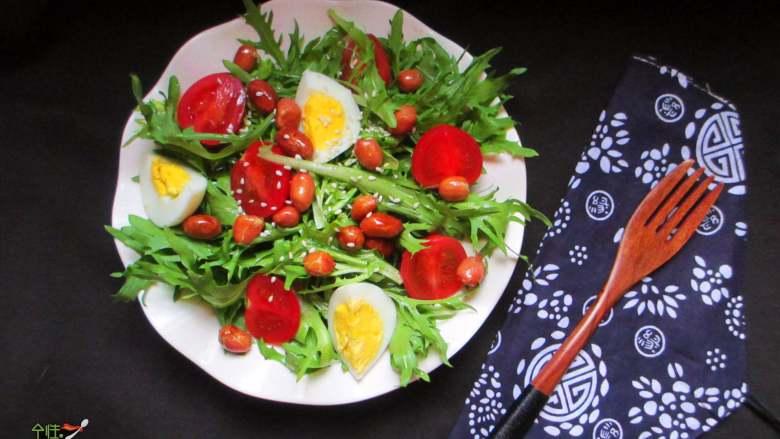 减脂蔬菜沙拉,苦菊能增强人体免疫能力,而且是消暑的良好食材