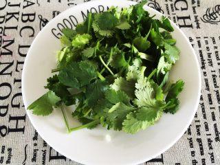 鸡肉紫菜包饭,香菜洗净切段