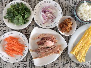 鸡肉紫菜包饭,准备好包饭的材料