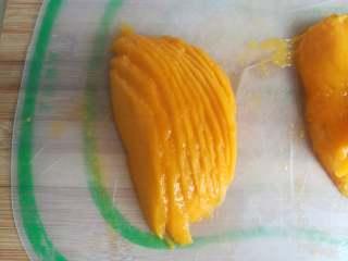 四季慕斯四重奏,芒果切成薄片