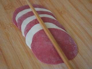 玫瑰花馒头,用筷子在中间轻轻压一下。