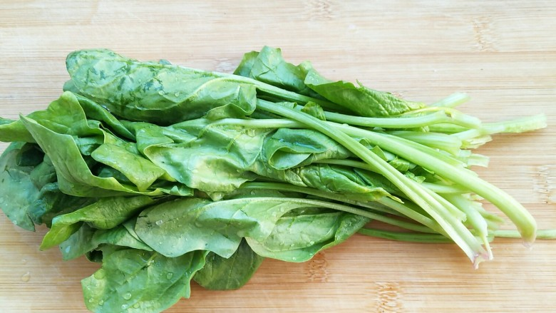 适合宝宝吃的营养健康菠菜卷,<a style='color:red;display:inline-block;' href='/shicai/ 117'>菠菜</a>洗净备用。