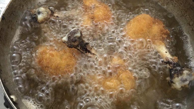 鸡翅根还能做出惊艳的宴客菜,炸定型后翻翻。