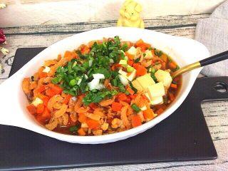 健康菜+虾米胡萝卜蒸豆腐,咸鲜味十足,豆腐滑嫩爽口,开饭了