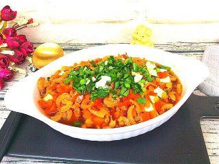 健康菜+虾米胡萝卜蒸豆腐,撒上葱花香菜碎,一碗虾米胡萝卜蒸豆腐就做好了