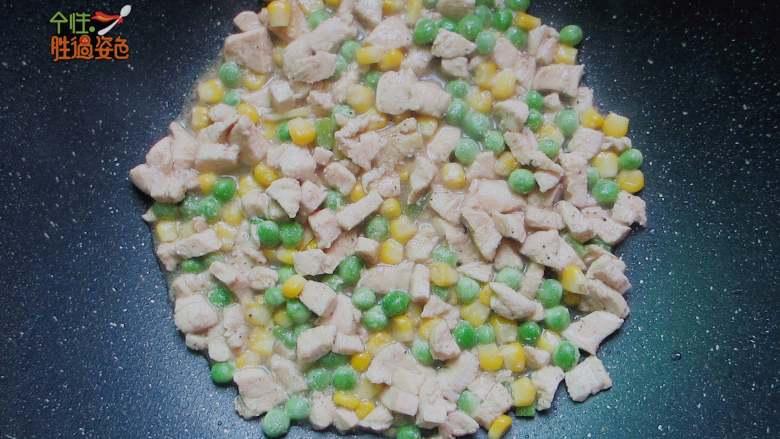 快手减肥便当,加入盐、鸡粉、五香粉大火翻炒入味