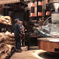 星巴克全球最大門店長那樣?把咖啡烘焙工坊搬進店里! 囿于廚房美食