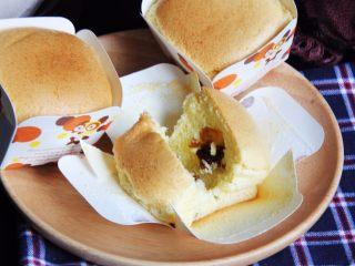 麦芽糖桂圆小蛋糕+无油版,切开看看也满意,口感很棒!