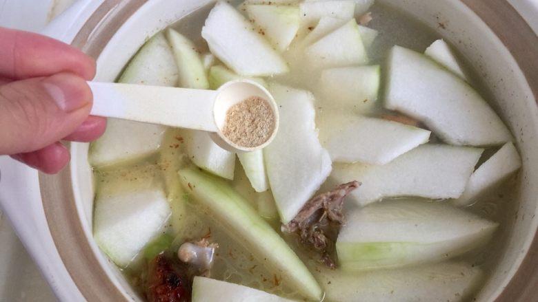 给烤鸭架换个吃法➕冬瓜蟹味菇鸭架汤,加入一小勺鲍鱼鸡粉调味