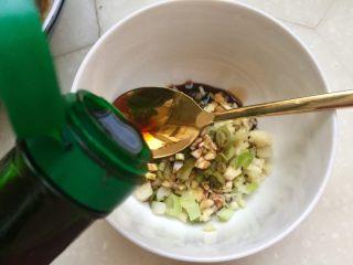丝丝入味,缕缕情牵➕鸡蛋干炝拌黄瓜丝,加入一勺香醋