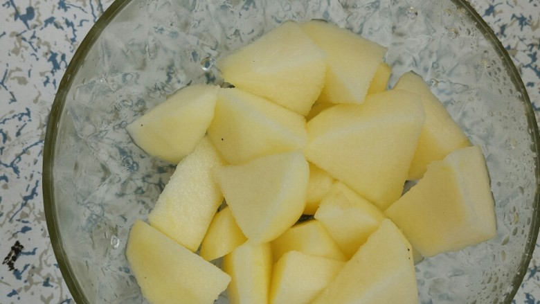 红枣苹果甜汤,切成块