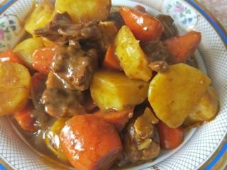 咖喱土豆鸡块,装盘