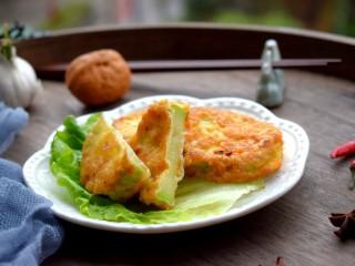 香酥西葫芦,外表金黄,里面却又是翠绿的。既好吃又好看。