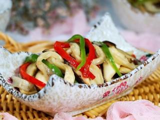 蚝油菌菇,盛盘食用,非常美味。