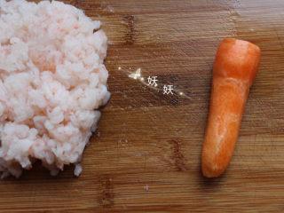 南极磷虾蒸虾糕,准备一块胡萝卜,我用的农家小胡萝卜,不好看,但是味道很正。