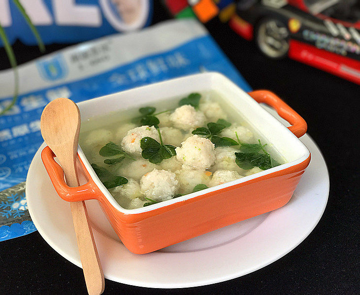 磷虾丸子苜蓿汤#宝宝辅食#,小小的宝宝吃起来也很方便