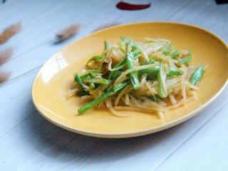 家常土豆丝炒豇豆丝,出锅装盘