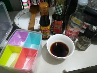 懒人焖饭,调酱汁,酱油,老抽,料酒,糖,豆粉混一起