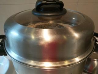 河北宣化特色小吃\卤菜\蒸莜面,莜面可以上锅蒸了,开锅蒸7分钟即可。