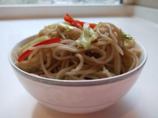 河北宣化特色小吃\卤菜\蒸莜面,在加入莜面搅拌均匀即可食用。
