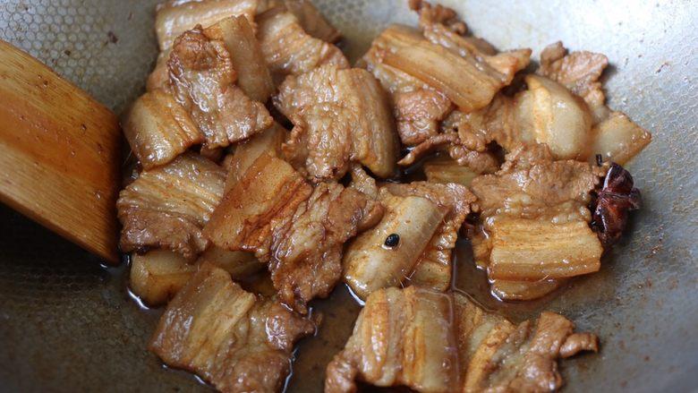 冬笋炒五花肉,翻炒均匀出锅;