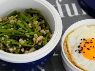没有像泰国的网红空心菜那样上过天,但是也好吃,出锅,带着这样的便当上班,绝对人气爆棚!