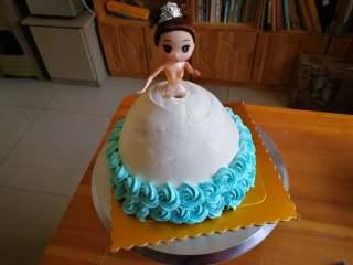 萌翻少女心-芭比蛋糕,继续裱二层花朵