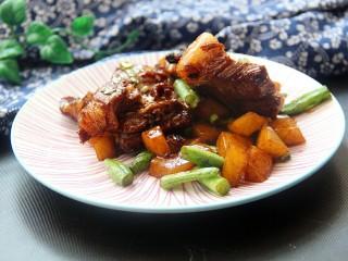 排骨炖豆角土豆