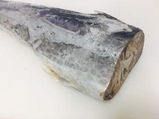 香煎马鲛鱼,我用的是冷冻的马鲛鱼,马鲛鱼先解冻。